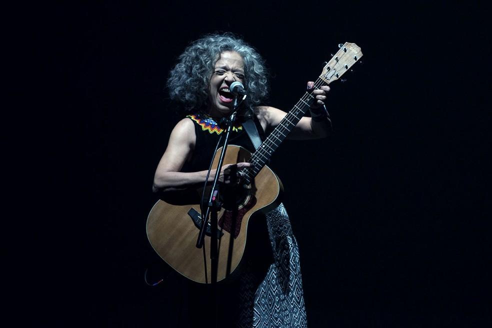 Noite de sábado (27) será fechada com show musical com a cantora Alzira E — Foto: Marina Thomé/Divulgação