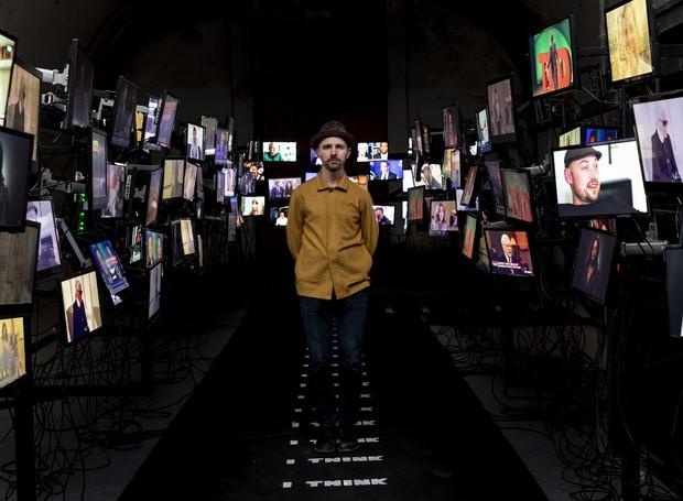 A instalação Marteen Baas provoca discussões sobre julgamentos da sociedade e sobre a existência humana (Foto: Jan Willem Kaldenbach/ Divulgação)