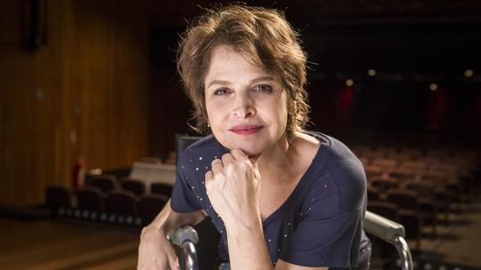Drica Moraes mostra bastidor de peça: 'Palco é saúde! O teatro exige do fio do cabelo à ponta do pé'
