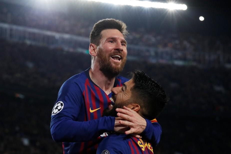 Com pintura de falta, Messi chega ao 600º gol pelo Barcelona... no mesmo dia que abriu a contagem