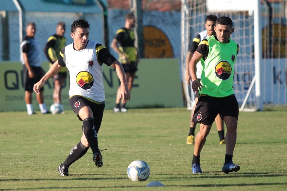 Itaqui em treinamento do Botafogo-PB no CT da Maravilha do Contorno — Foto: Raniery Soares / Rádio CBN João Pessoa