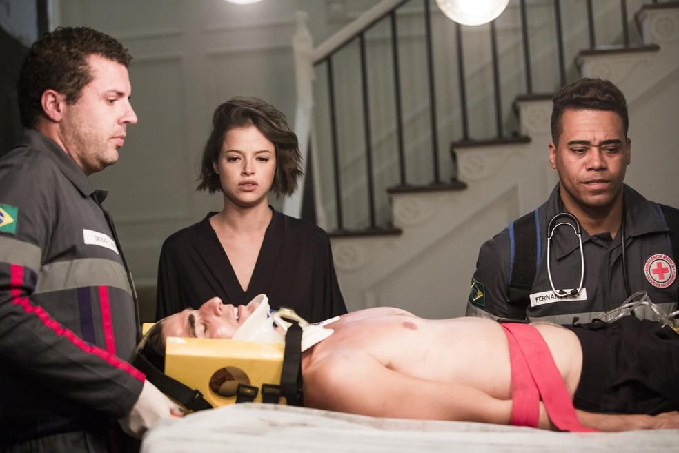Régis (Reynaldo Gianecchini) é ferido seriamente por Maria da Paz (Juliana Paes), na novela 'A Dona do Pedaço' — Foto: João Miguel Júnior/Globo