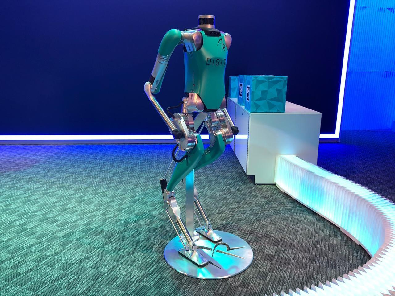 Batizado de Digit, o robô consegue fazer entregas e será passageiro do carro autônomo (Foto: Michelle Ferreira)