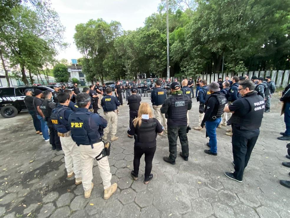 Membros das forças de segurança se reúnem para dar início à Operação Caim na Grande Vitória — Foto: Reprodução/TV Gazeta