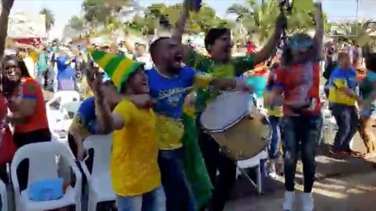 Torcedores em MS gritam, pulam e até 'perdem o ritmo' durante gols da seleção brasileira