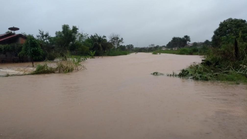 Ruas alagadas em Ji-Paraná devido forte chuva  — Foto: Gedeon Miranda/ G1
