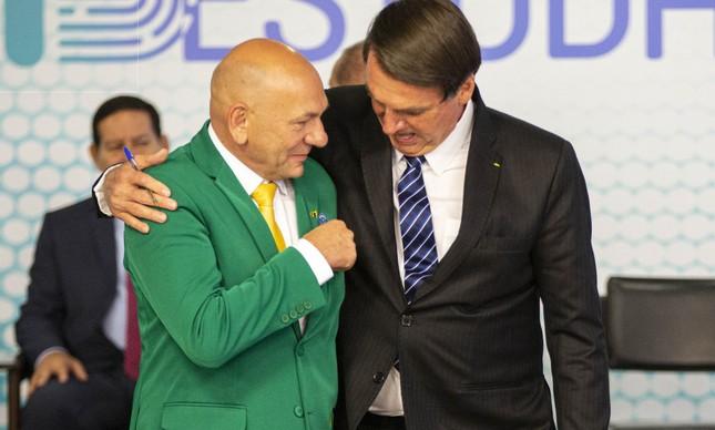 O presidente Jair Bolsonaro e o empresário Luciano Hang no Planalto