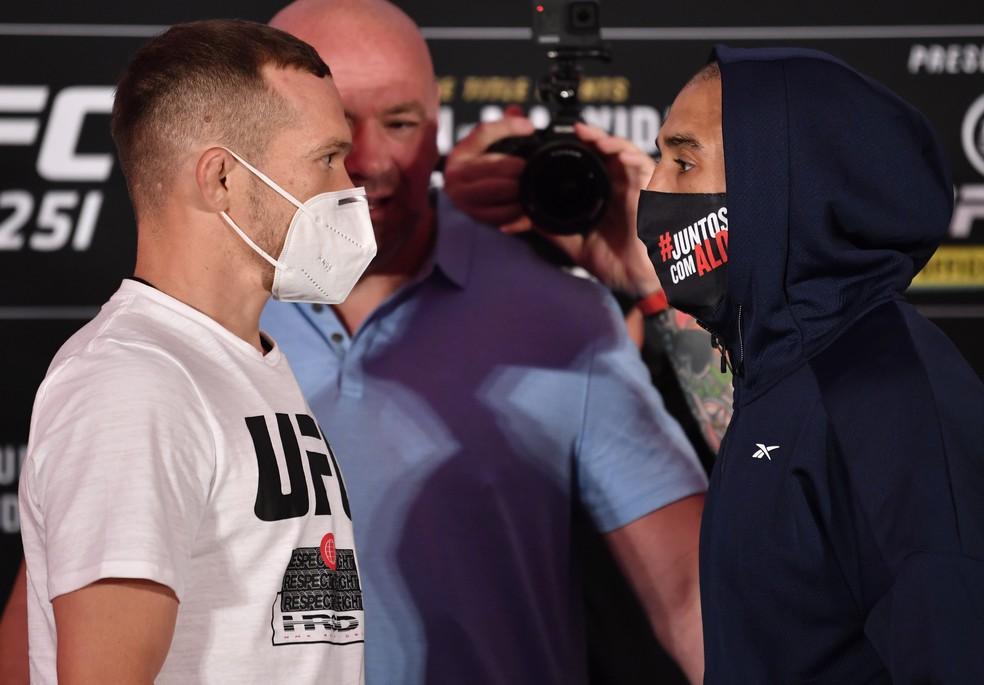 Petr Yan José Aldo encarada UFC 251 — Foto: Getty Images