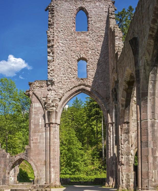 O mosteiro foi abandonado após ter sido atingido por raios (Foto: Getty Images/ Reprodução)