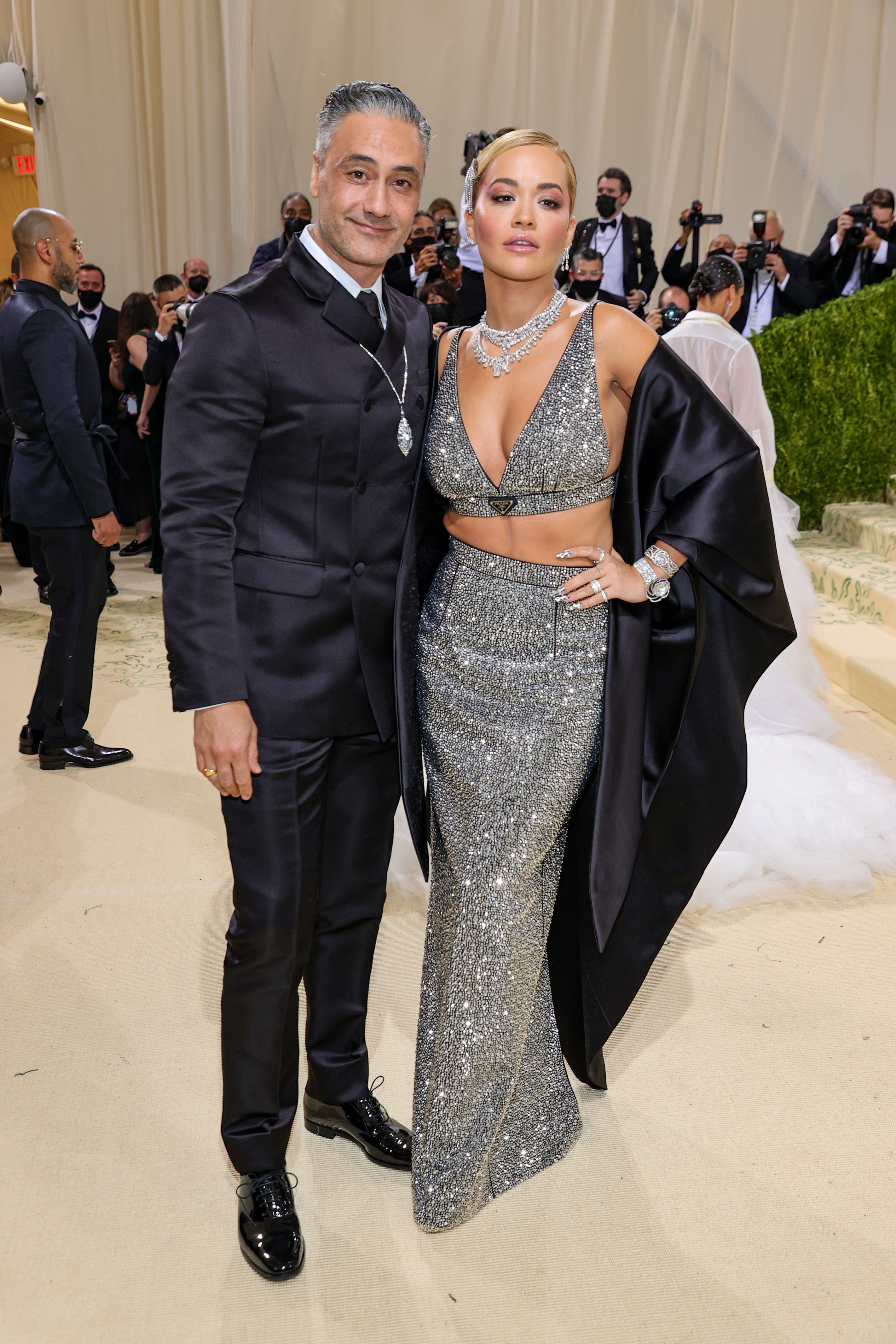 NEW YORK, NEW YORK - SEPTEMBER 13: Taika Waititi and Rita Ora attend The 2021 Met Gala Celebrating In America: A Lexicon Of Fashion at Metropolitan Museum of Art on September 13, 2021 in New York City. (Photo by Theo Wargo/Getty Images) (Foto: Getty Images)
