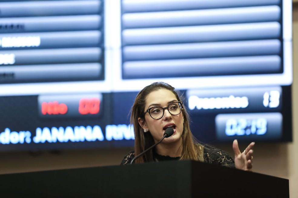 Janaína disse que sentiu como se estivesse no Fusca do pai que não tinha ar-condicionada (Foto: Marcos Lopes/ ALMT)