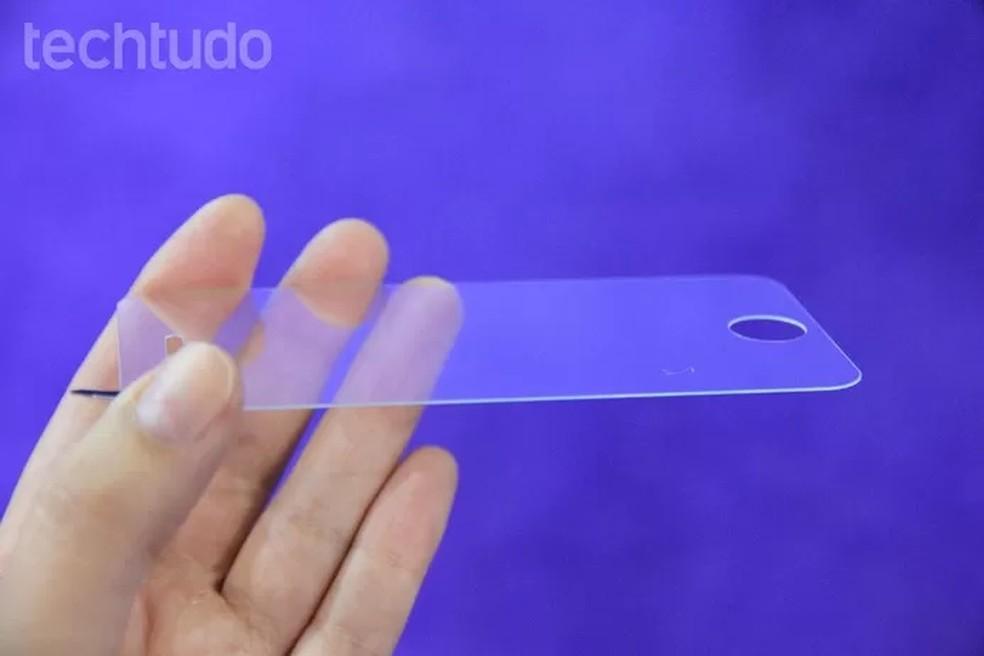 Película para celular variam entre R$ 10 e R$ 70 — Foto: Anna Kellen Bull/TechTudo
