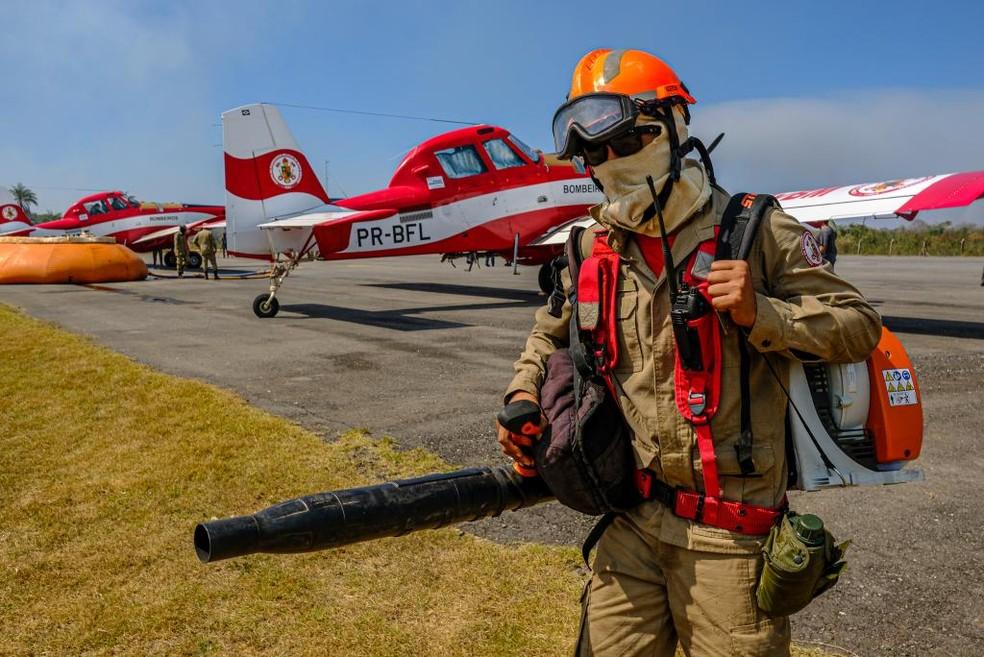 Duas aeronaves contratadas vão se unir às outras seis já utilizadas no combate ao fogo. — Foto: Mayke Toscano/Secom-MT