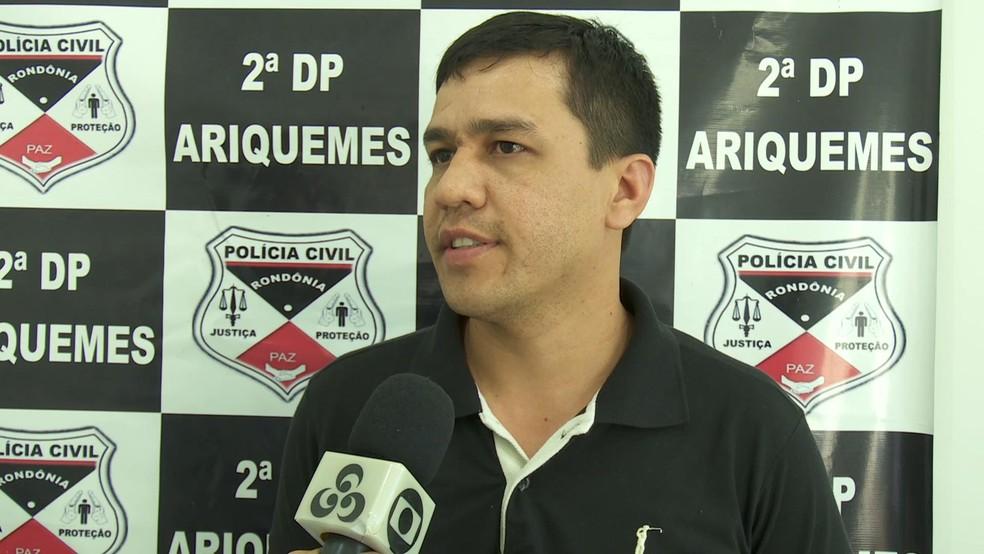 Delegado Joás da Silva cometa que Polícia Civil aguarda pelos resultados dos exames da perícia (Foto: Rede Amazônica/Reprodução)