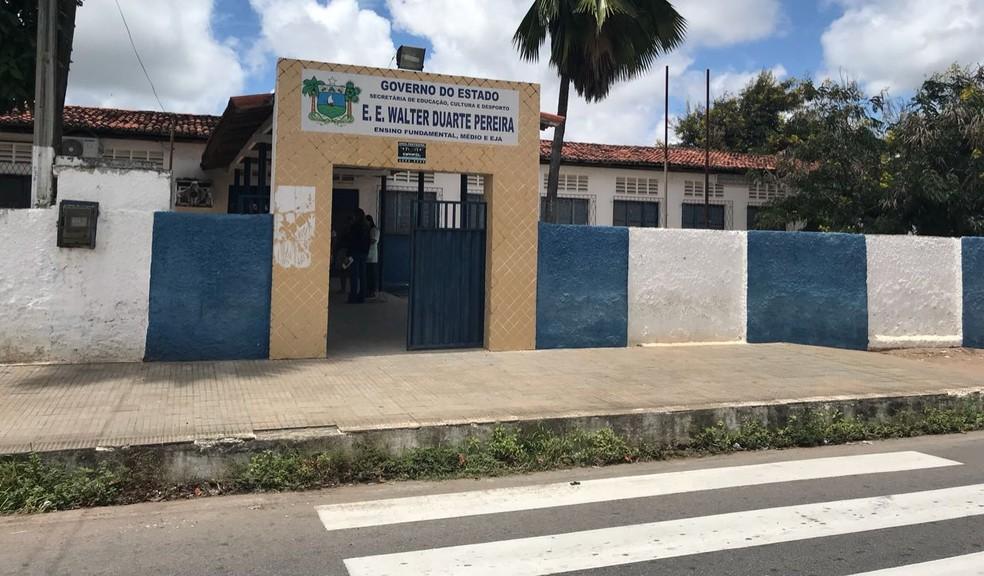Fachada da Escola Estadual Walter Duarte Pereira, na Zona Norte de Natal  (Foto: Kléber Teixeira )