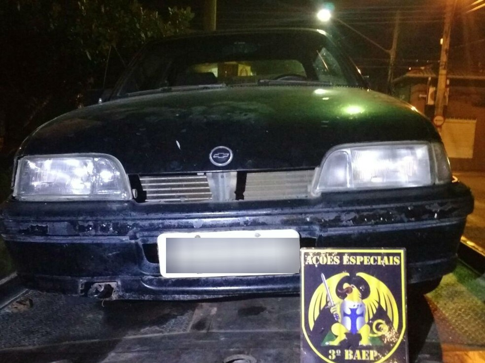 Criminosos furtaram carro em Caçapava para cometer crimes (Foto: Divulgação/Polícia Militar)