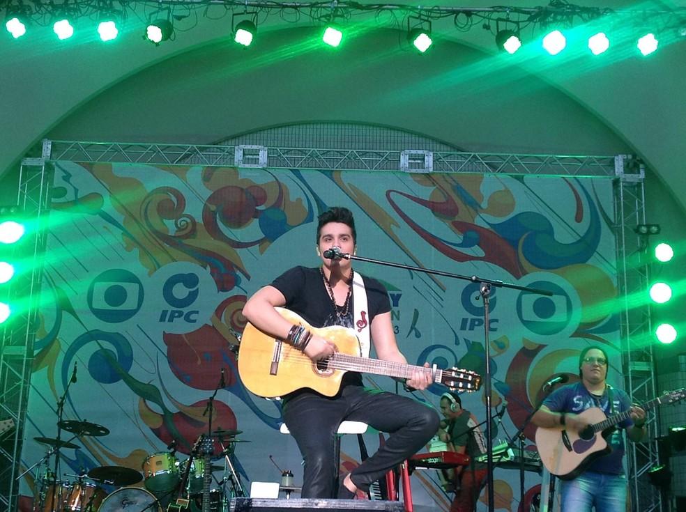 Luan Santana participou do Brazilian Day no Japão. Que responsa! (Foto: TV Globo)