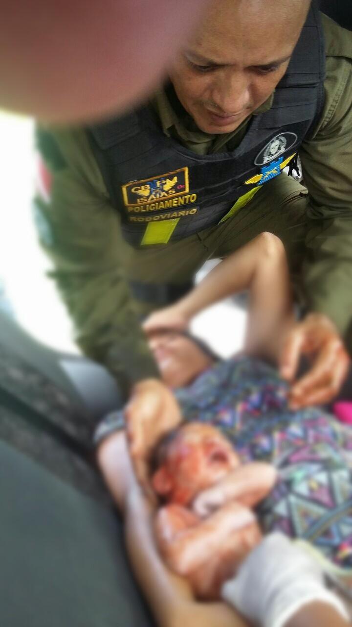 Policiais Militares fazem parto de grávida dentro de carro a caminho da maternidade na Alça Viária