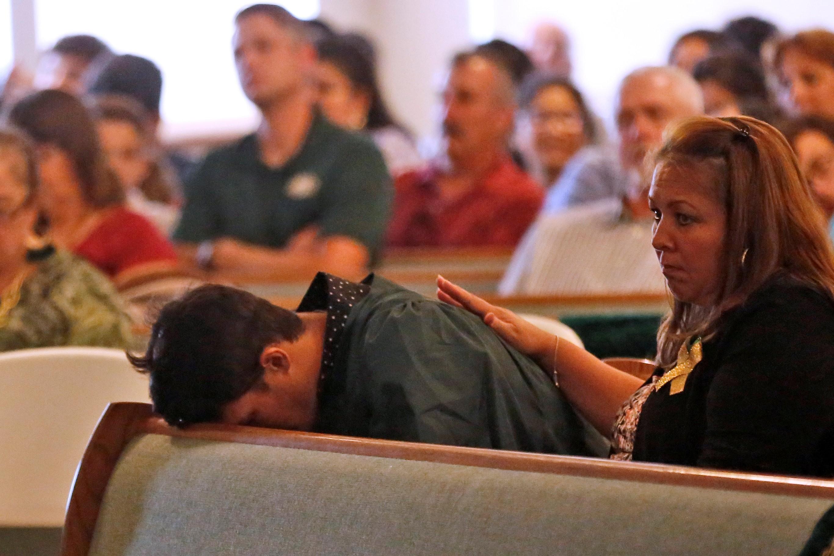 Texas se refugia na religião para superar a dor de massacre em escola