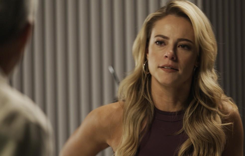 Jeiza fica assustada ao descobrir que Zeca está preso — Foto: TV Globo