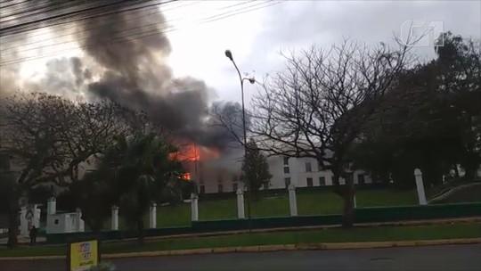 Sede de batalhão atingida por incêndio em São Leopoldo será reformada em até dois anos, diz comandante