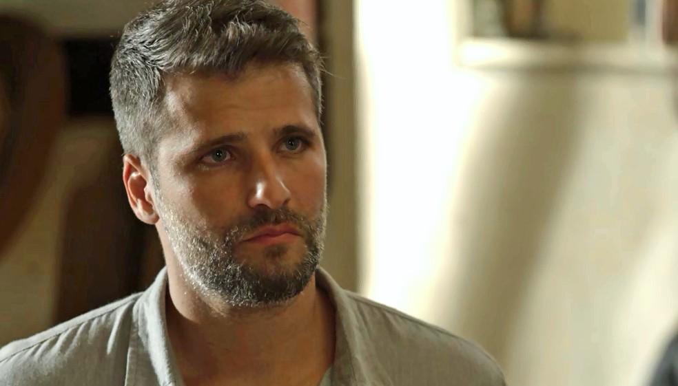 Gabriel (Bruno Gagliasso) diz que vai abrir o casarão, na novela 'O Sétimo Guardião' — Foto: TV Globo