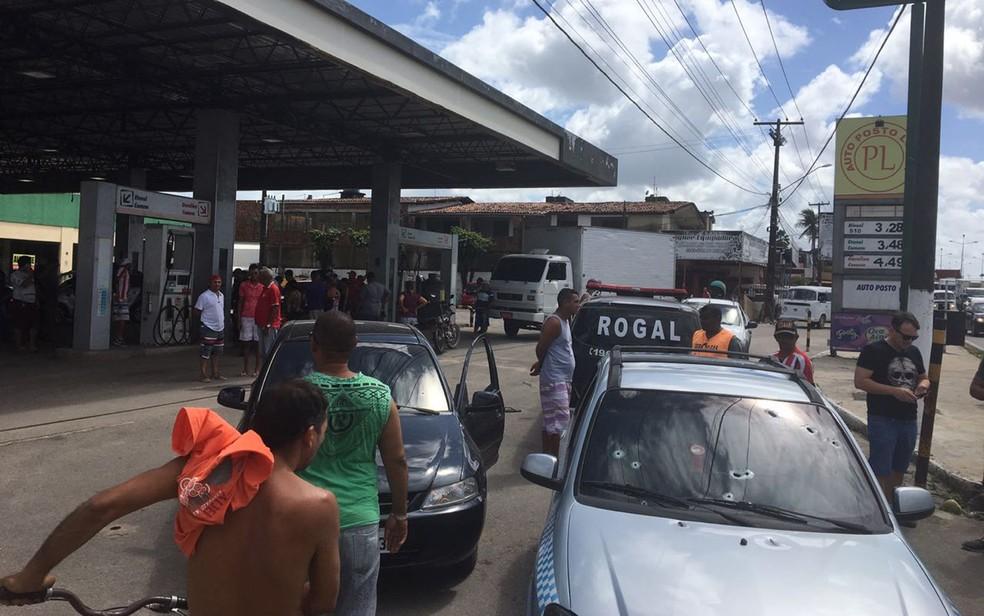 Tiroteio em posto de combustível deixou feridos no Grande Recife (Foto: Reprodução/WhatsApp)