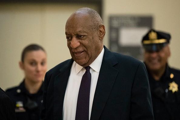 O comediante Bill Cosby durante o julgamento das acusações de estupro contra ele (Foto: Getty Images)