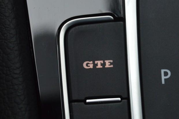 Botão GTE aciona os dois motores para ter toda a potência e torque (Foto: André Schaun/Autoesporte)