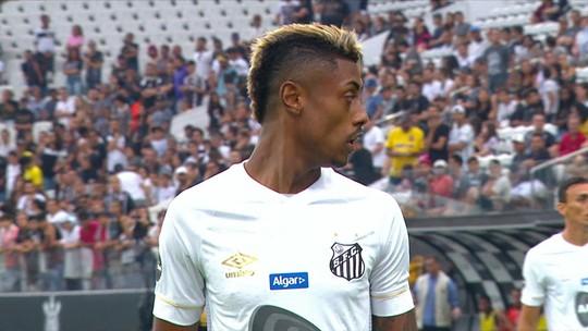 """Cereto vê futuro de Sampaoli longe do Santos: """"Tudo indica que daqui a pouco vai pegar o boné e vai embora"""""""