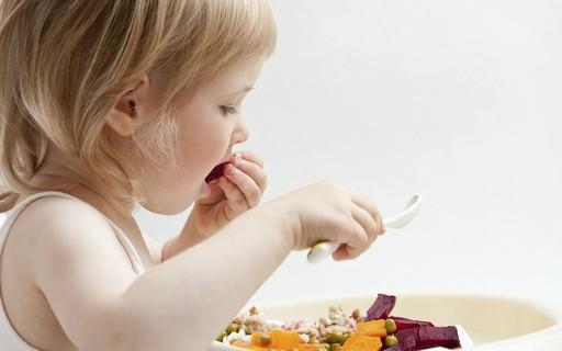 5 alimentos ricos em ferro para adicionar ao cardápio das crianças