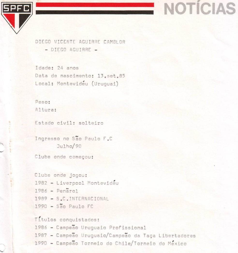 Ficha de Diego Aguirre ao ser contratado pelo São Paulo em 1990 (Foto: Arquivo Histórico/São Paulo FC)