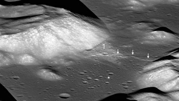 Setas indicam vale lunar Taurus-Littrow e o asterisco mostra o local de pouso da missão Apollo 17 (Foto: NASA/GSFC/ARIZONA STATE UNIVERSITY/SMITHSONIAN via BBC)