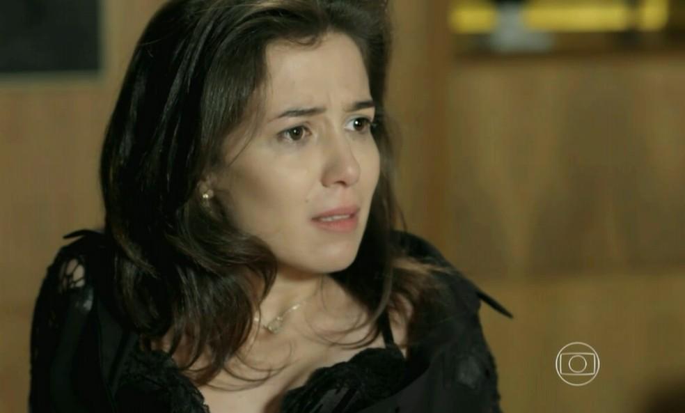 Cora (Marjorie Estiano) diz a Josué (Roberto Birindelli) que não se lembra da noite com José Alfredo (Alexandre Nero) - 'Império' — Foto: Globo