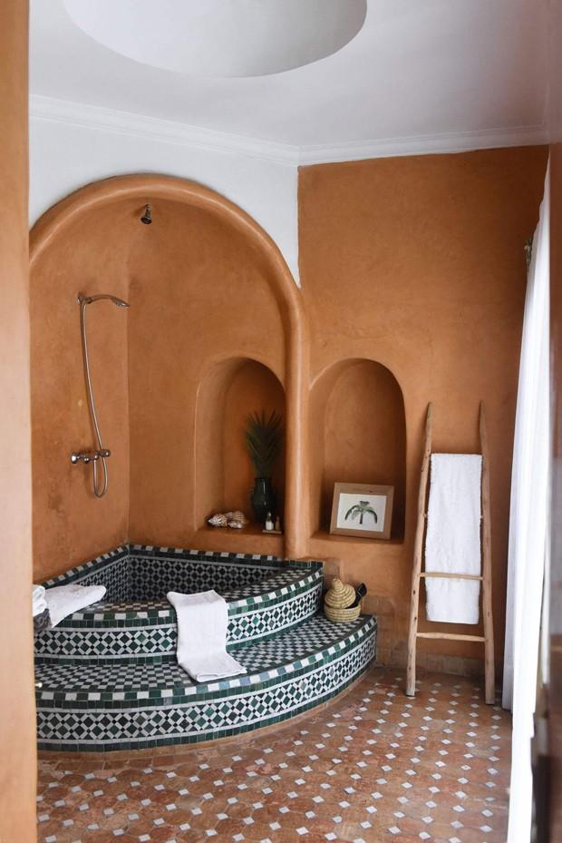 Décor do dia: banheiro terracota com design marroquino (Foto: Divulgação)