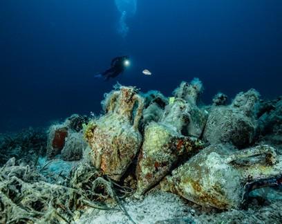 Navio grego naufragado há 2,5 mil anos é transformado em museu submarino