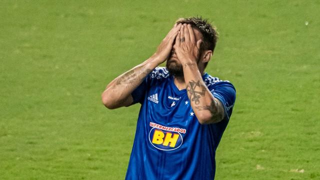 Rafael Sobis lamenta em Cruzeiro x Oeste
