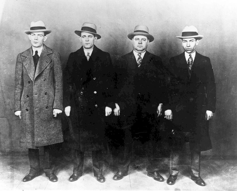 """A partir da esquerda, os gangsteres Ed Diamond, Jack Diamond, Fatty Walsh e Charles """"Lucky"""" Luciano, em foto de 20 de outubro de 1930 — Foto: AP Photo, File"""