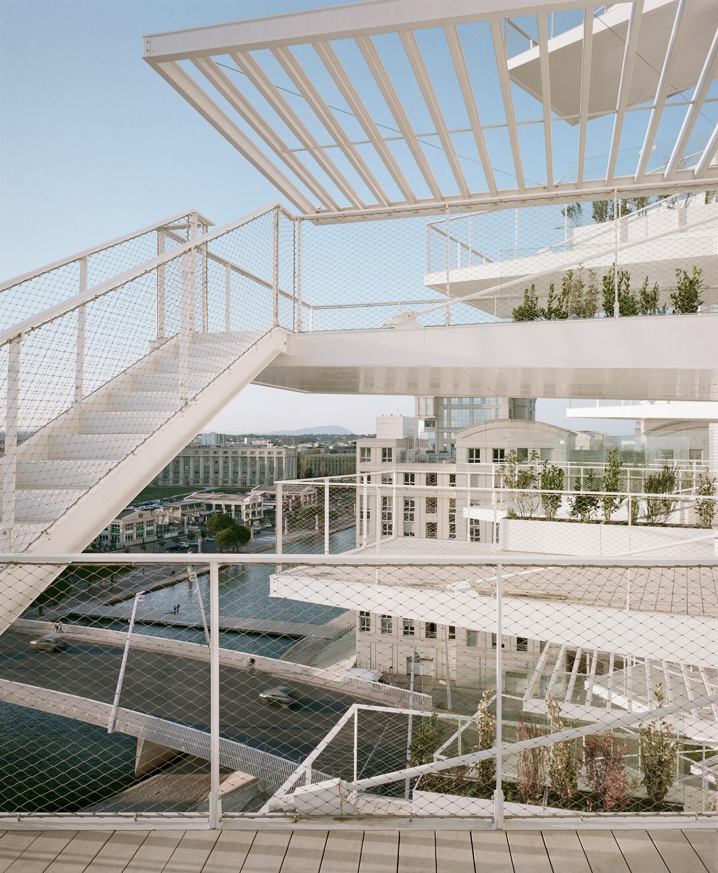 Varandas se espalham como pétalas de flor em novo prédio de Sou Fujimoto (Foto: Divulgação)