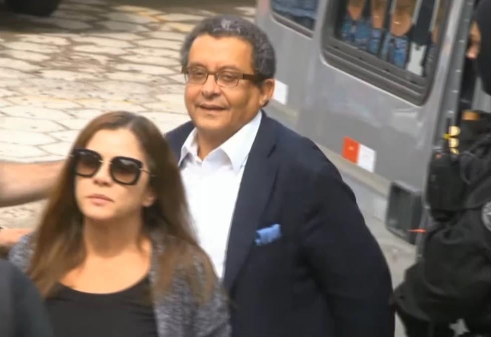 João Santana e a mulher Mônica Moura prestaram depoimento como testemunhas de acusação no processo sobre o sítio em Atibaia (Foto: GloboNews)