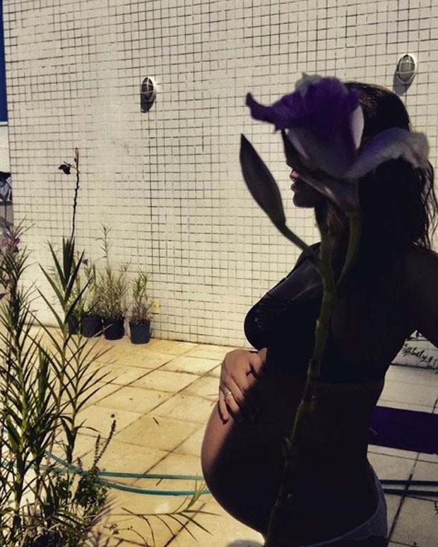Juliana Didone e o barrigão de Liz (Foto: Reprodução Instagram)