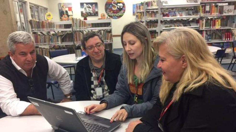 'É um termômetro sobre o que precisa ser aprimorado ou corrigido no conteúdo', diz a diretora Ana Maria Tonon (à direita, com a equipe pedagógica do Centro Educacional Sesi 415). (Foto: Divulgação/BBC Brasil)