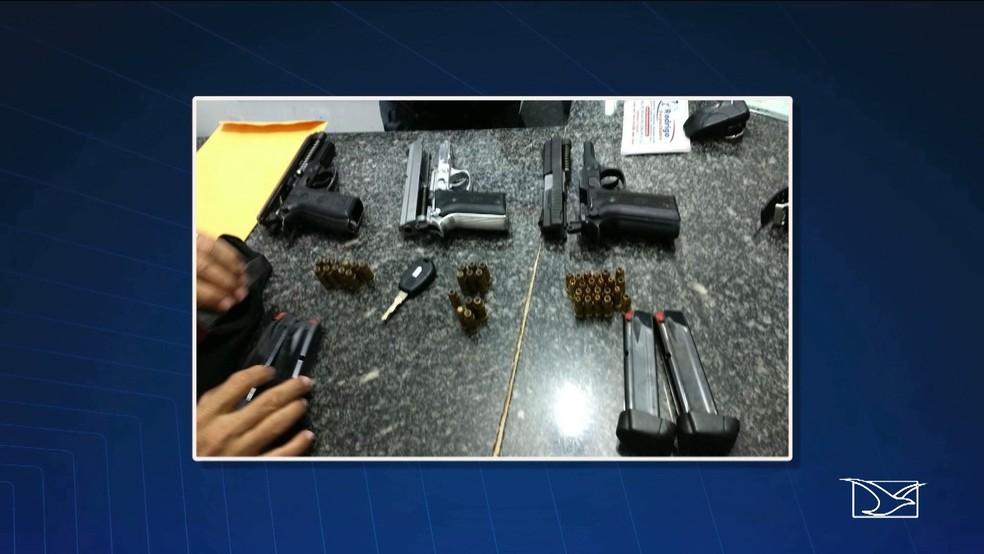 Polícia encontrou com os militares três pistolas de uso das forças armadas e munição (Foto: Reprodução/TV Mirante)