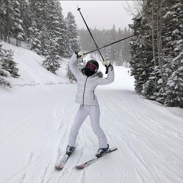 Anitta esquiando nos EUA (Foto: Reprodução Instagram )