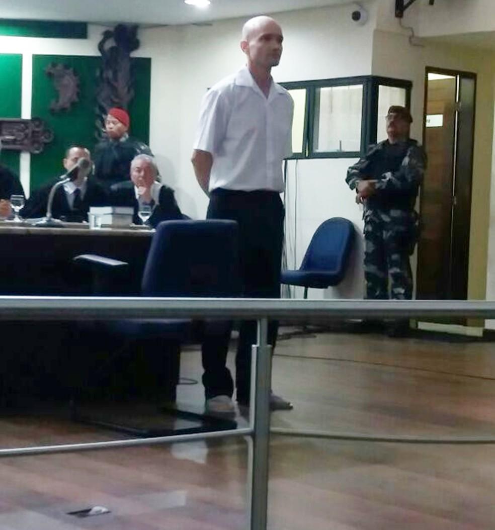 Alexandre Furtado Paes, ao ser apresentado no Tribunal do Júri  (Foto: Cláudia Angélica/Inter TV Cabugi)