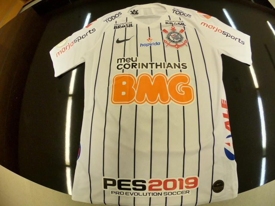 a47ca1ce55bf3 ... uniforme Vale a pena? Corinthians chega a dez patrocínios e mais de 20  estampas no uniforme