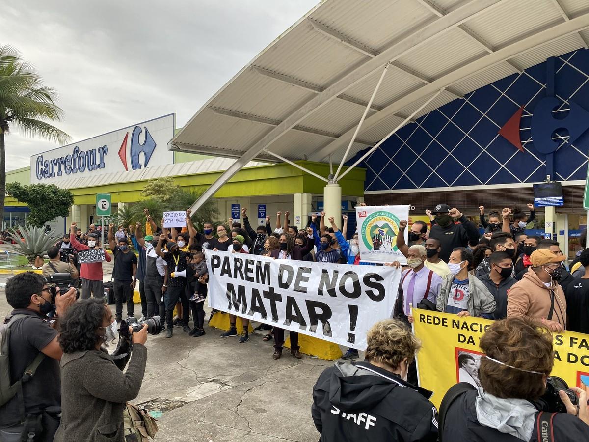 Carrefour foi alvo de protestos antirracismo após morte de João Alberto. (Foto: Reprodução / G1)