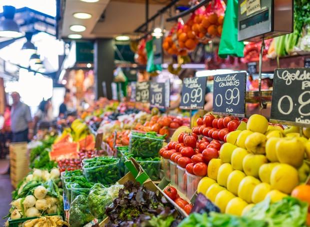 Como escolher frutas na feira (Foto: GettyImages)