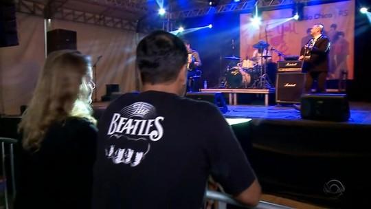 Evento sobre os Beatles na Serra do RS recebe irmã de Lennon e dono do Cavern Club
