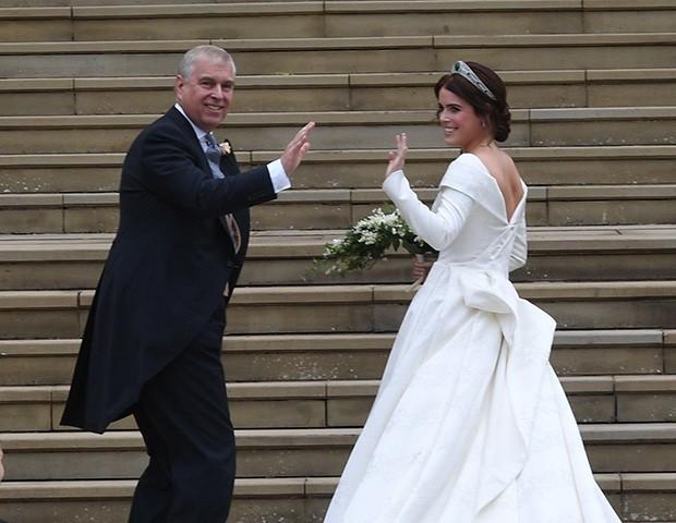 Princesa Eugenie com o pai, o Príncipe Andrew (Foto: Getty Images)